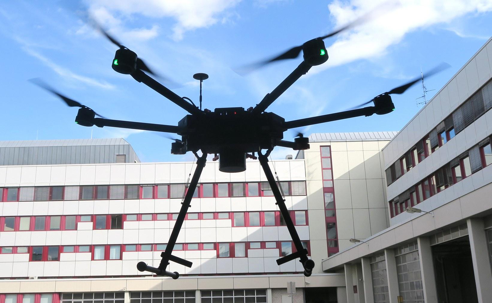 Flugroboter mit 3D-Laserscanner...