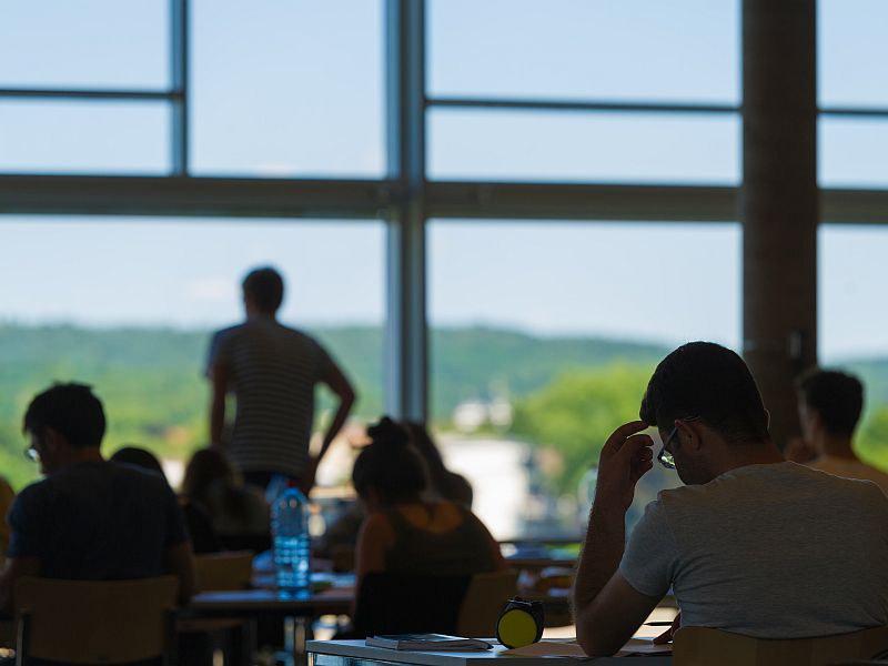 Lesesaal der Universitäts- und Landesbibliothek