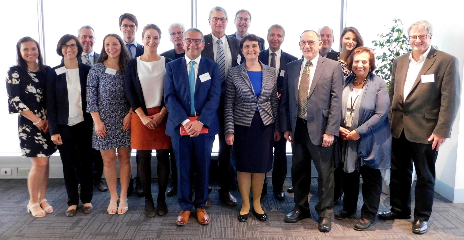 Gruppenfoto (von links):