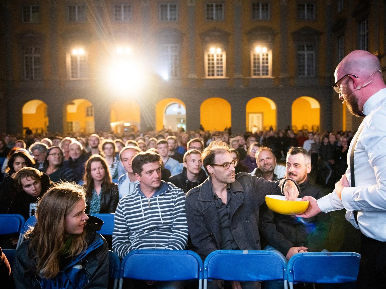 Zahlreiche Zuschauerinnen und Zuschauer