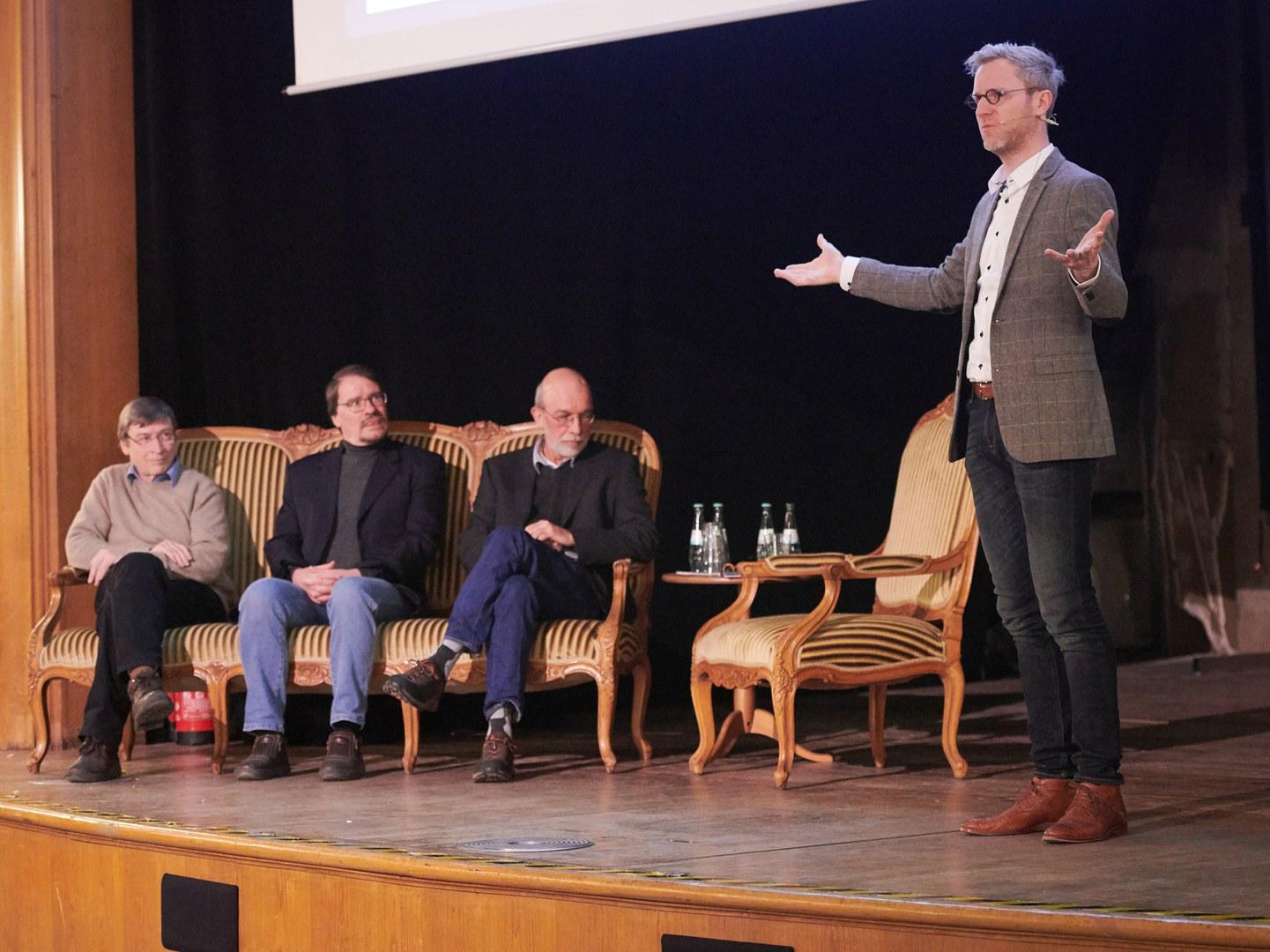 Auf der Bühne (von links):
