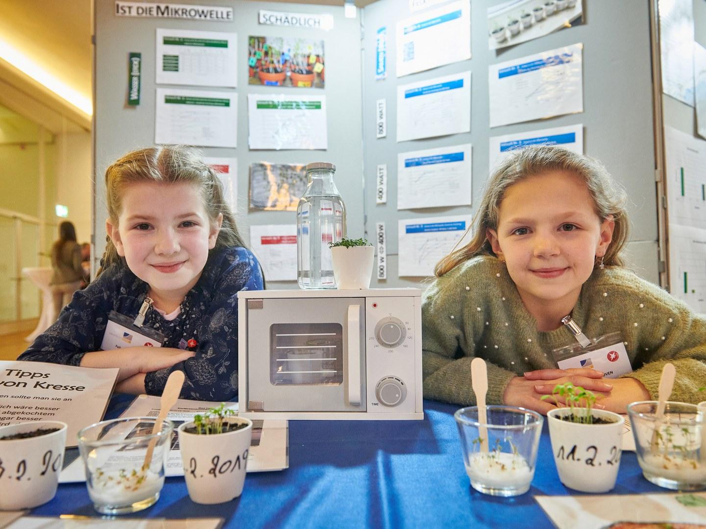 Felicitas Farber (9, links) und Anna Impekoven (10)