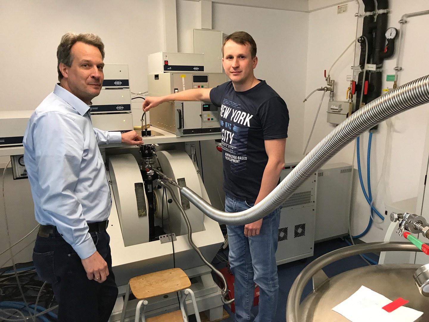 Prof. Dr. Olav Schiemann (links) und Dr. Dinar Abdullin