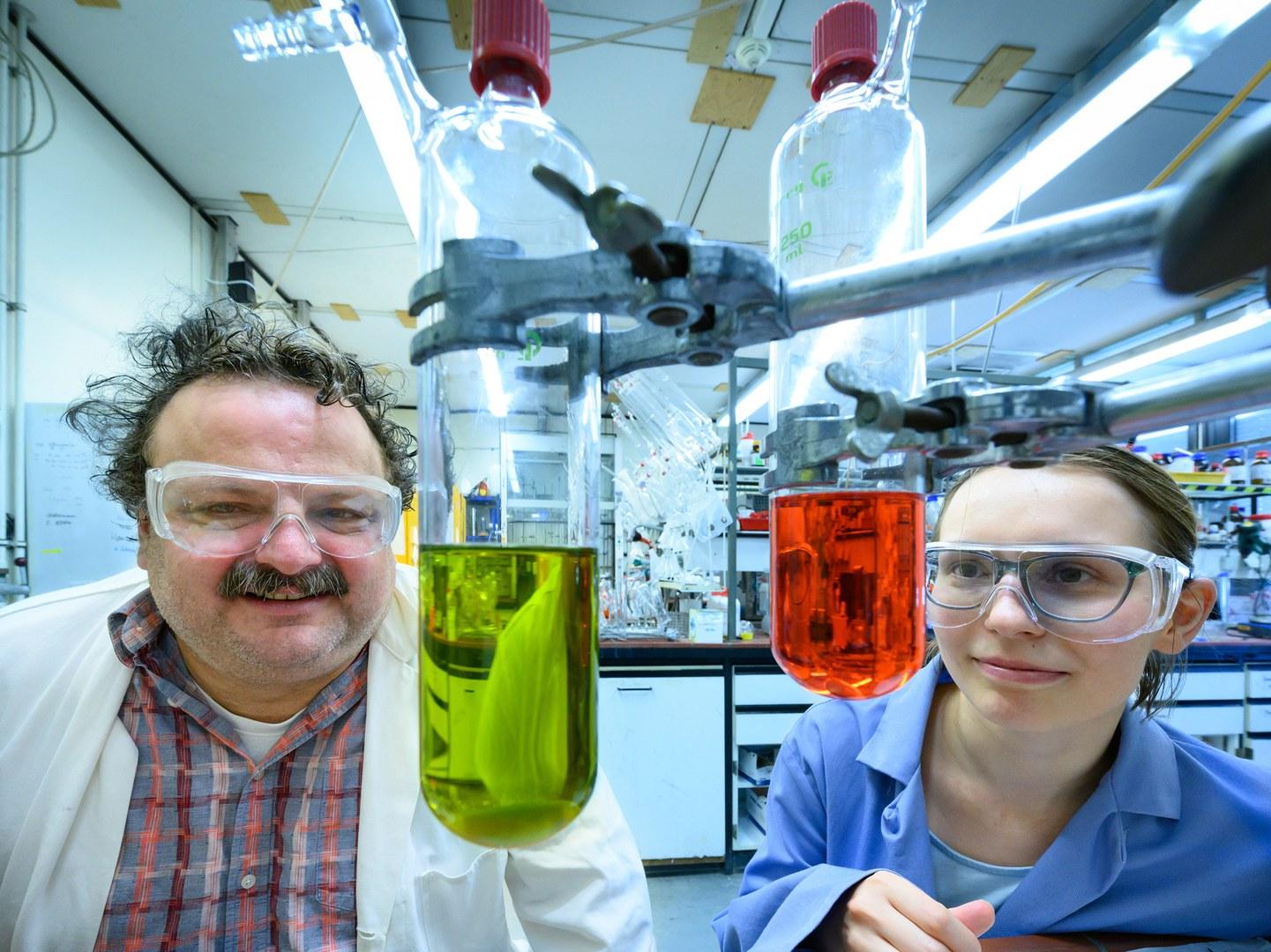 Prof. Dr. Andreas Gansäuer und Anastasia Panfilova