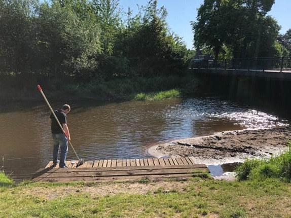 Die Beprobung von Fließgewässern
