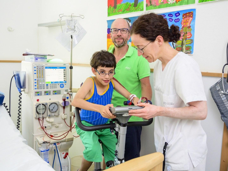 """Spende der Ursula-Rahman-Stiftung fördert Projekt """"Dialysezeit"""" für nierenkranke Kinder und Jugendliche:"""