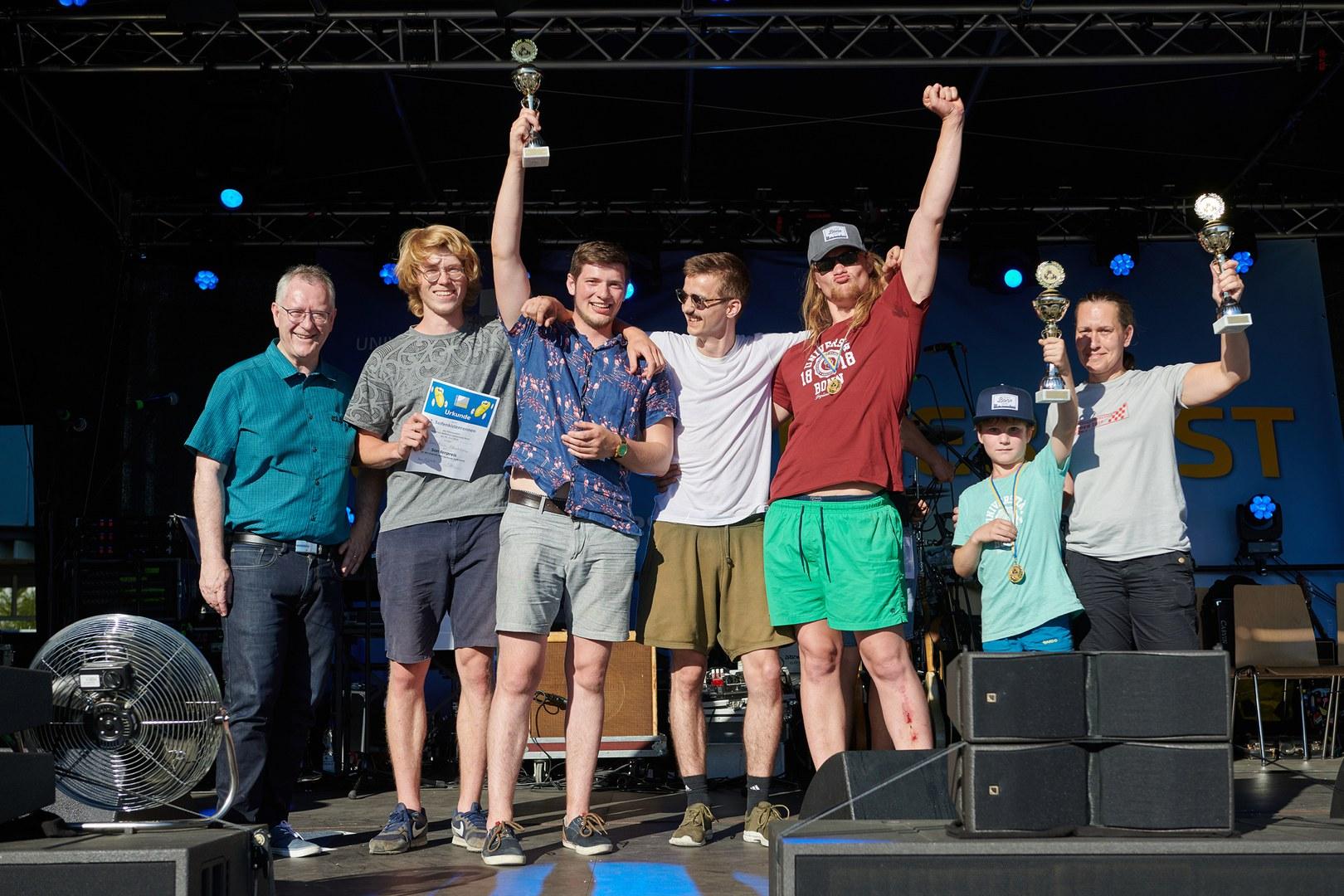 Die Sieger des Seifenkistenrennens