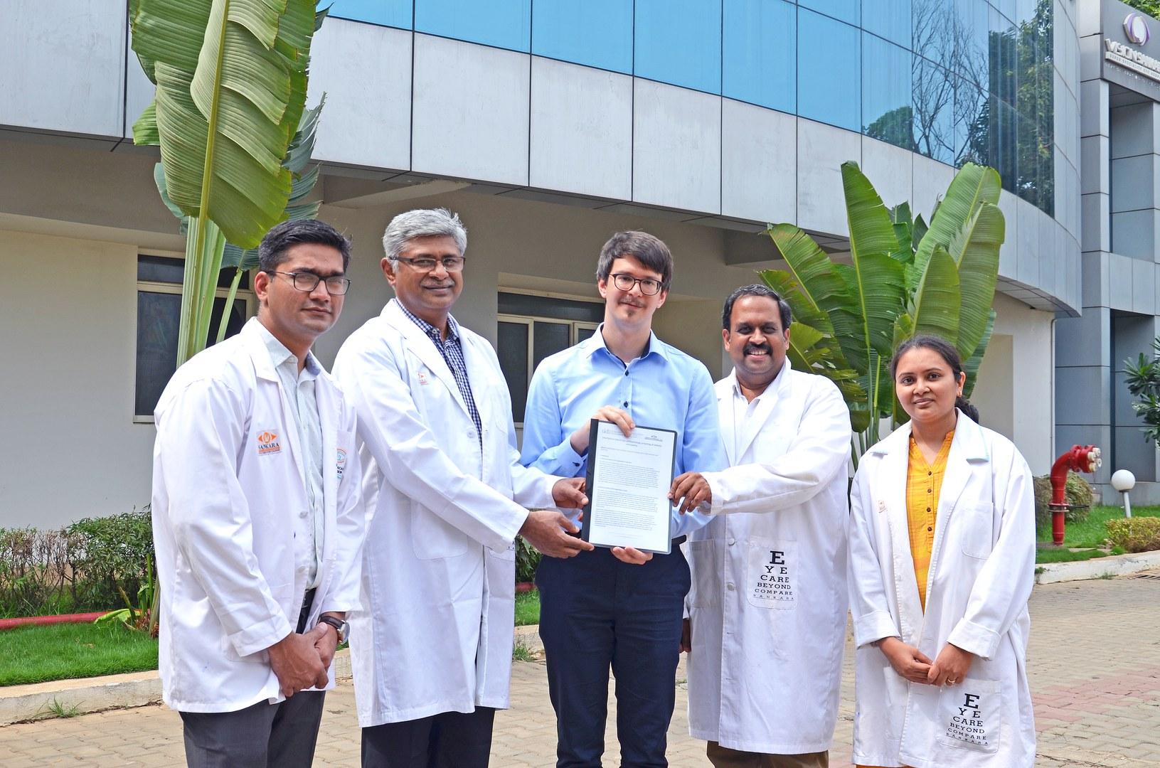 Smartphone-basiertes, telemedizinisches Augen-Screening in Indien: