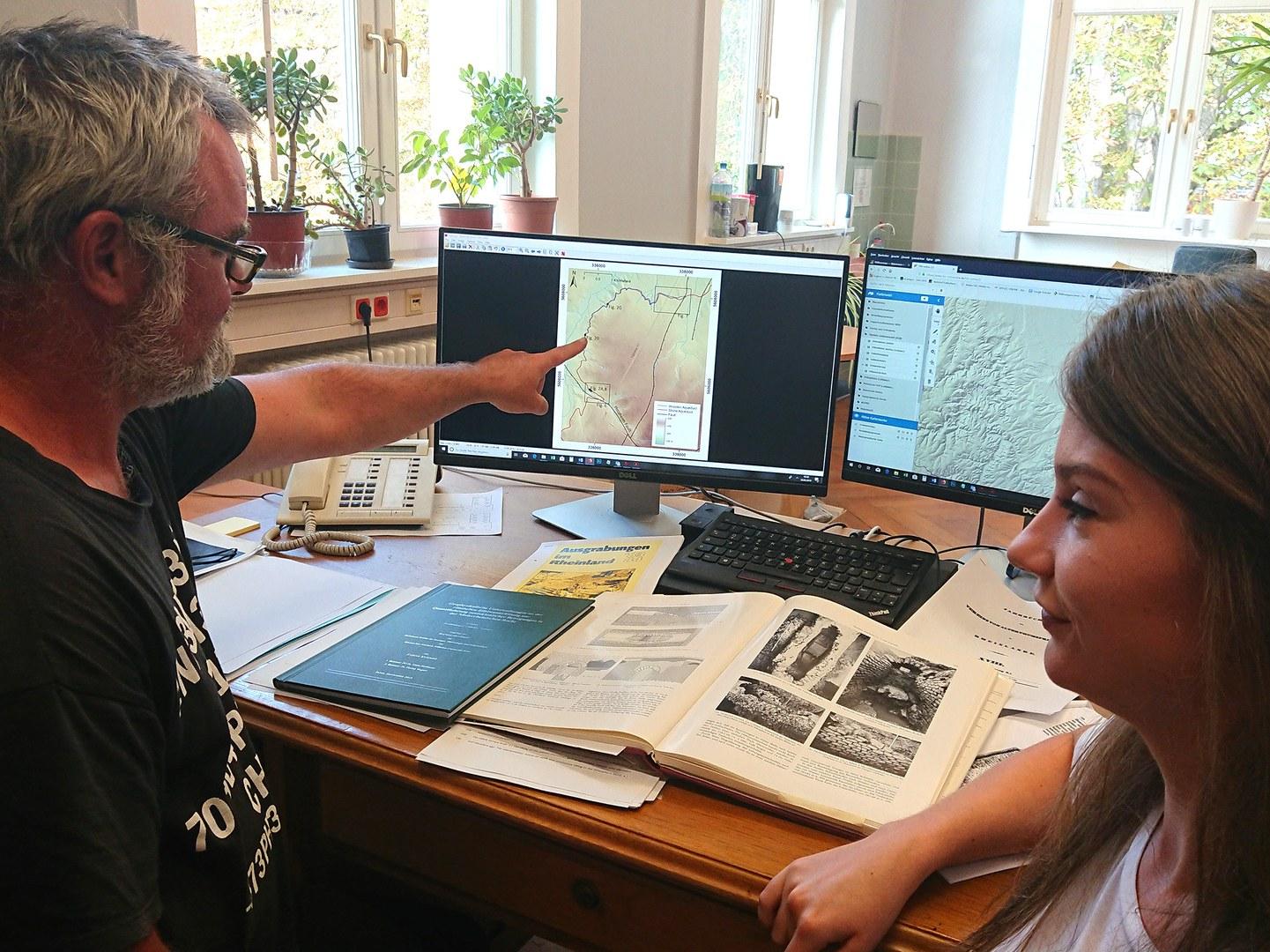 Dr. Gösta Hoffmann und Sabine Kummer von der Universität Bonn
