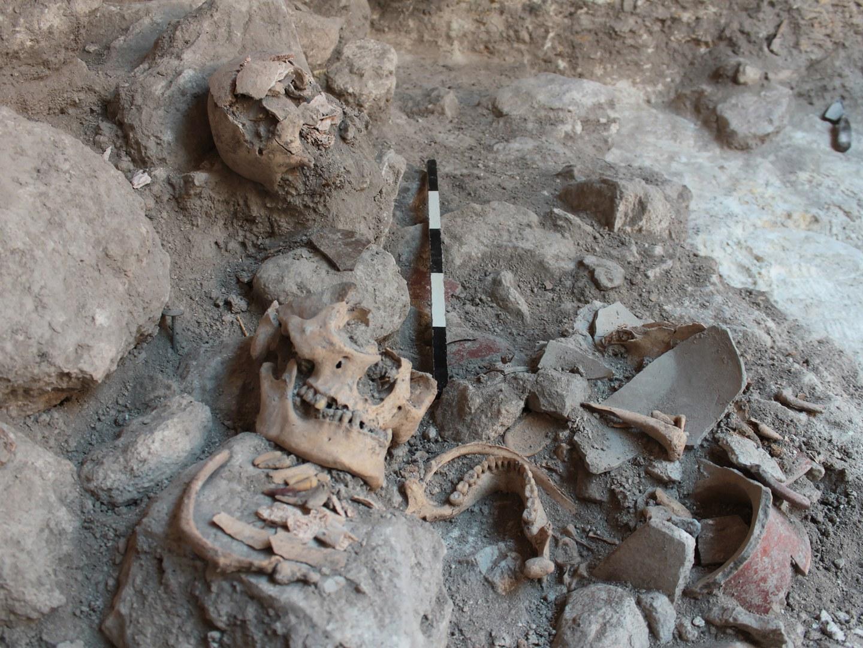Massengrab von Uxul während der Ausgrabungen im Jahr 2013: