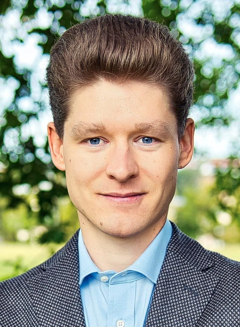 Dr. Florian Brandl