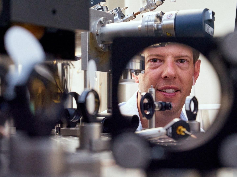 Award winner Prof. Dr. Simon Stellmer