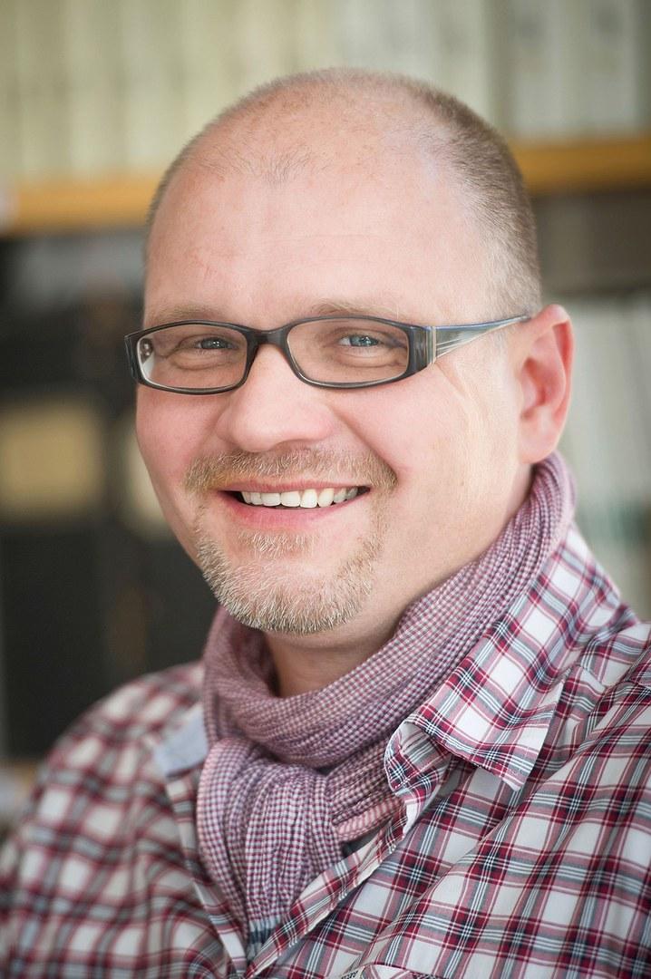 Prof. Dr. Maximilian Weigend