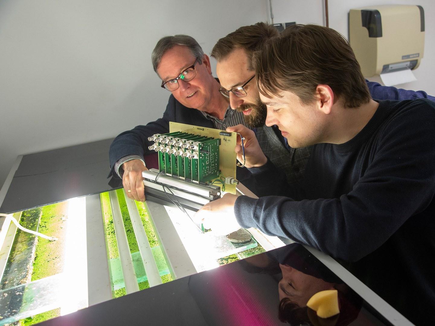 Prof. Dr. Gerhard von der Emde,  Dr. Hendrik Herzog und Martin Gottwald (from left)