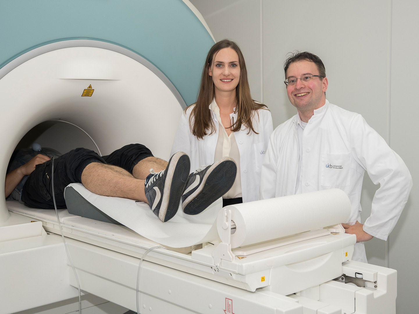 The functional magnetic resonance tomograph records the activity of the brain areas (from left):